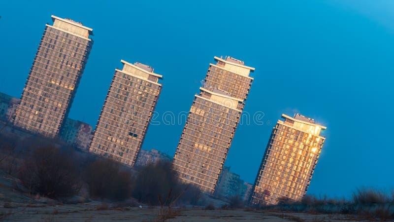 Construções modernas nos subúrbios de Bucareste imagens de stock