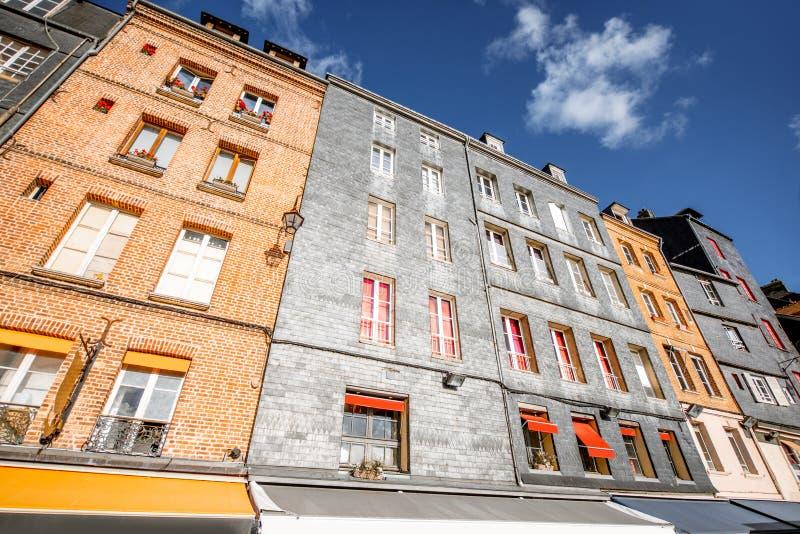 Construções na cidade de Honfleur, França fotografia de stock