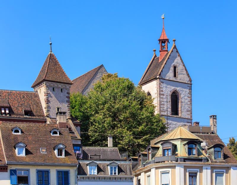 Construções na cidade velha da cidade de Basileia fotografia de stock
