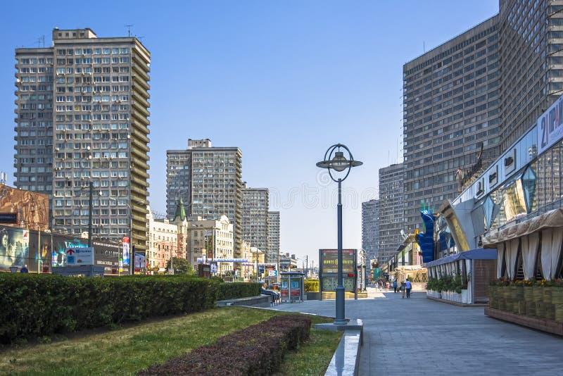 Construções na rua nova de Arbat em Moscou imagem de stock