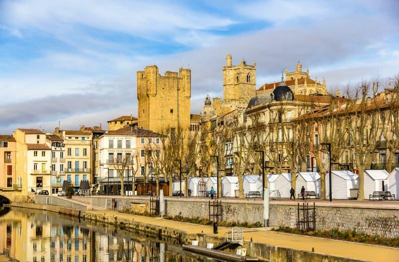 Construções no centro da cidade de Narbonne imagens de stock