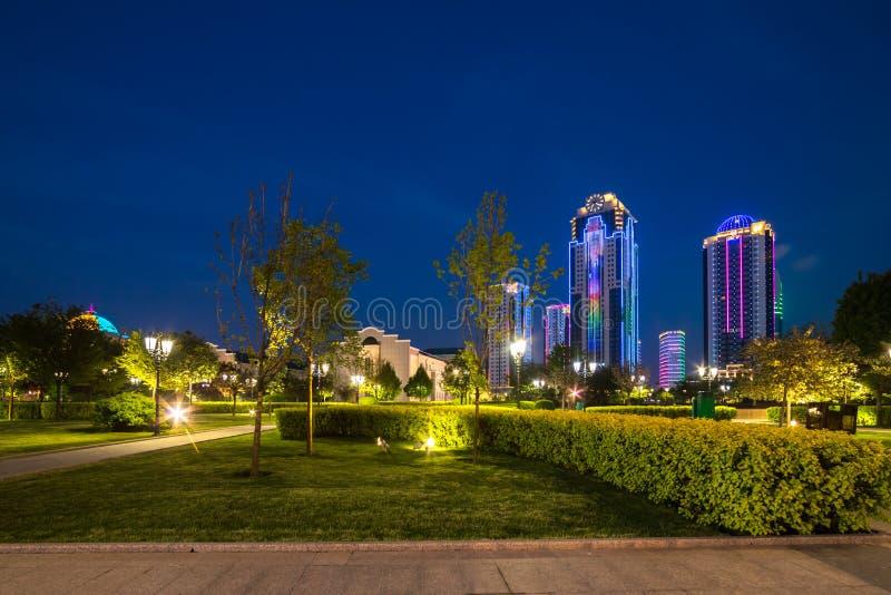 Construções no distrito da cidade de Grozny foto de stock