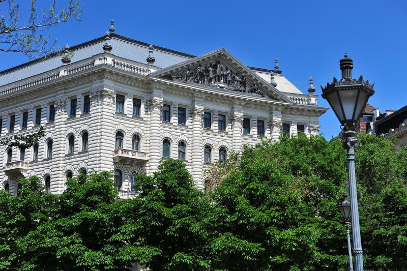 Construções no quadrado da liberdade, Budapest foto de stock