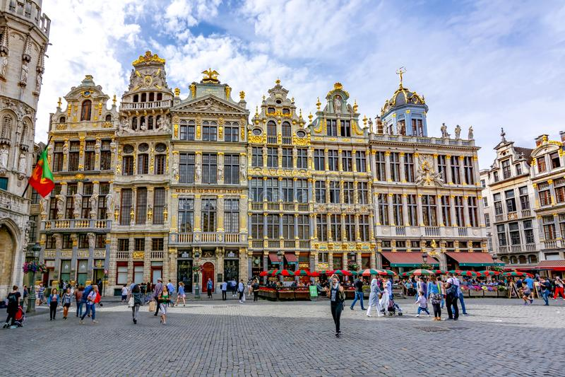 Construções no quadrado de Grand Place, Bruxelas, Bélgica fotografia de stock