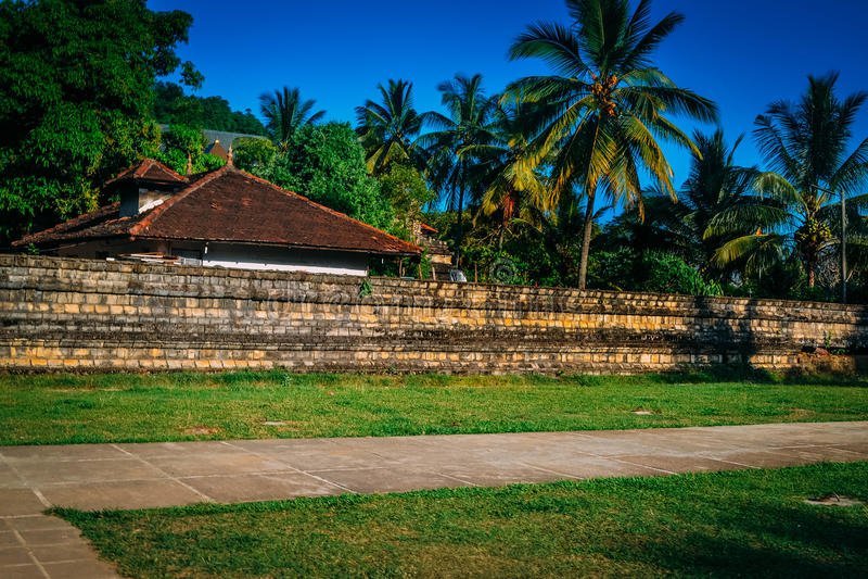 Construções no templo do dente da Buda Sri Lanka fotografia de stock royalty free