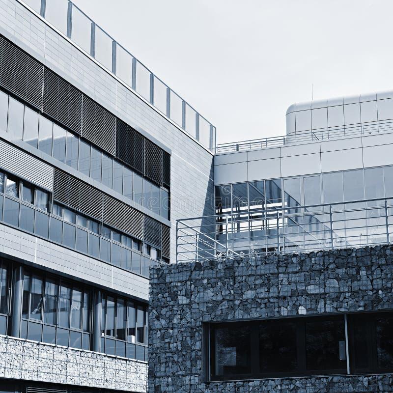 Construções novas modernas bonitas Fundo para a indústria, a construção e as construções imagens de stock