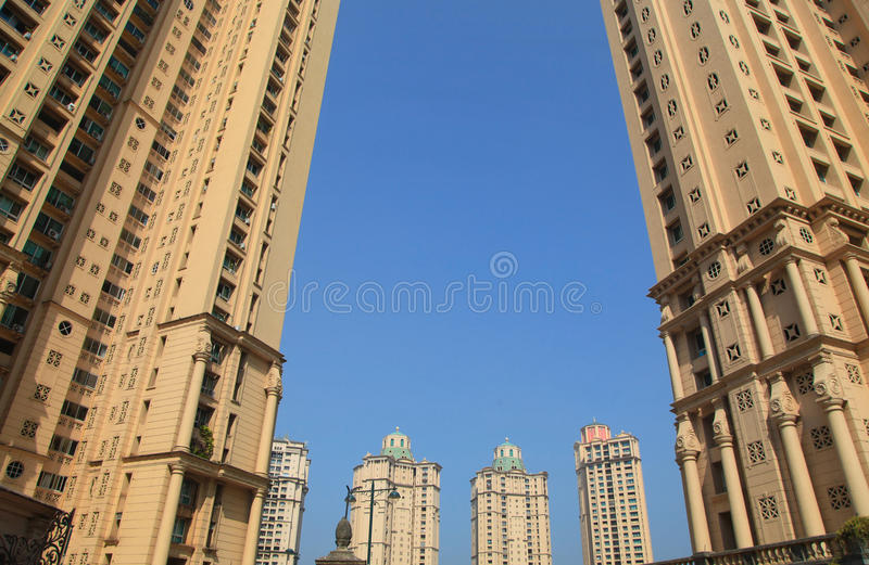 Construções residenciais modernas da elevação alta em Mumbai imagem de stock