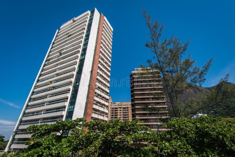 Construções residenciais modernas do condomínio fotografia de stock royalty free