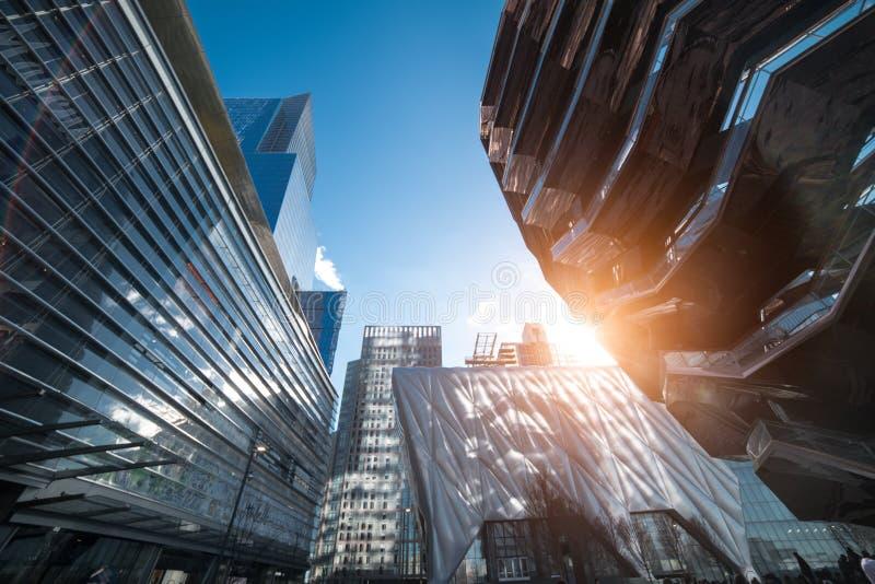Construções, shopping e arranha-céus modernos da arquitetura em New York City imagem de stock royalty free