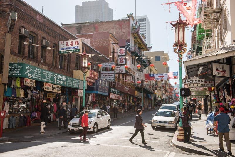 Construções típicas no bairro chinês em San Francisco, Califórnia, EUA imagem de stock