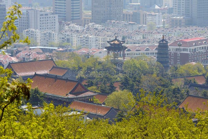 Construções tradicionais e modernas, Qingdao fotos de stock royalty free