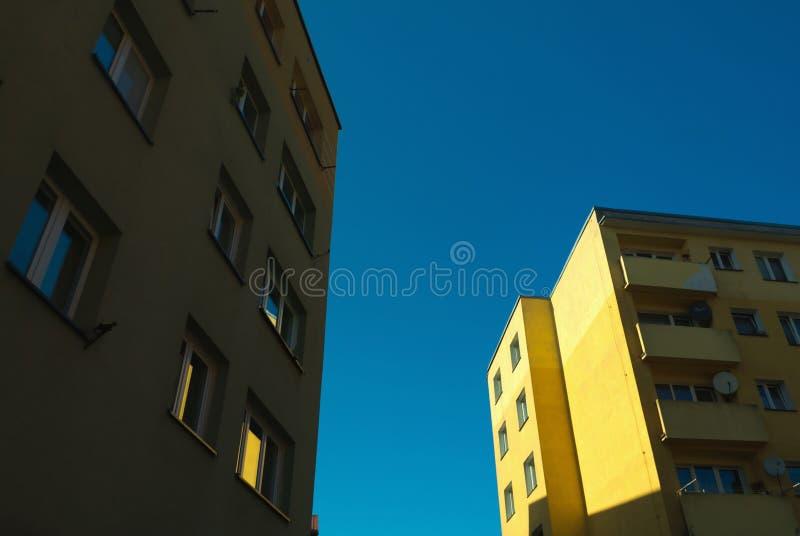 Construções velhas residenciais da arquitetura no centro de Bytow, Polônia imagens de stock