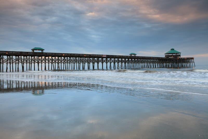 Cais South Carolina da pesca da praia do insensatez foto de stock