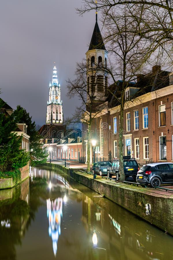 Constru??es holandesas tradicionais ao longo de um canal em Amersfoort, Pa?ses Baixos fotos de stock