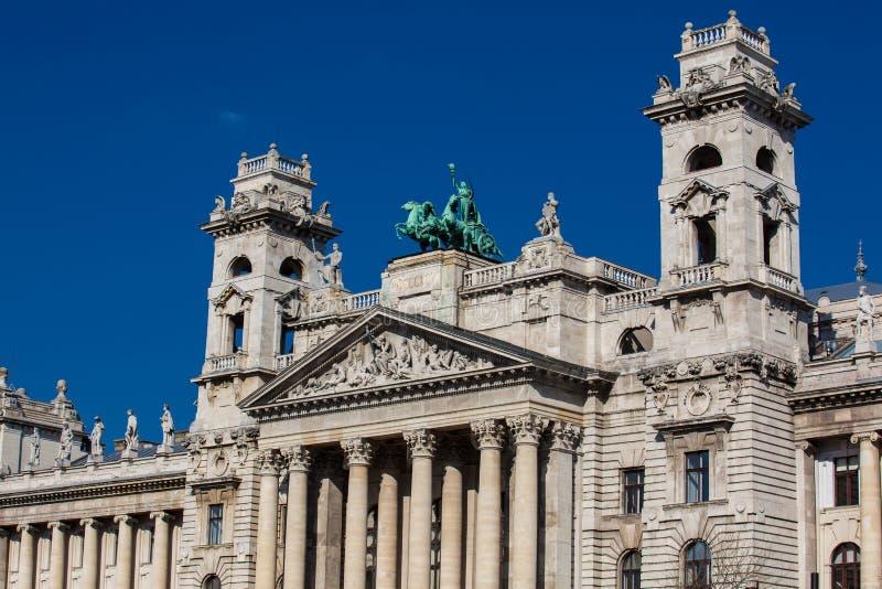 Constru??o bonita do museu etnogr?fico em Budapest fotos de stock royalty free
