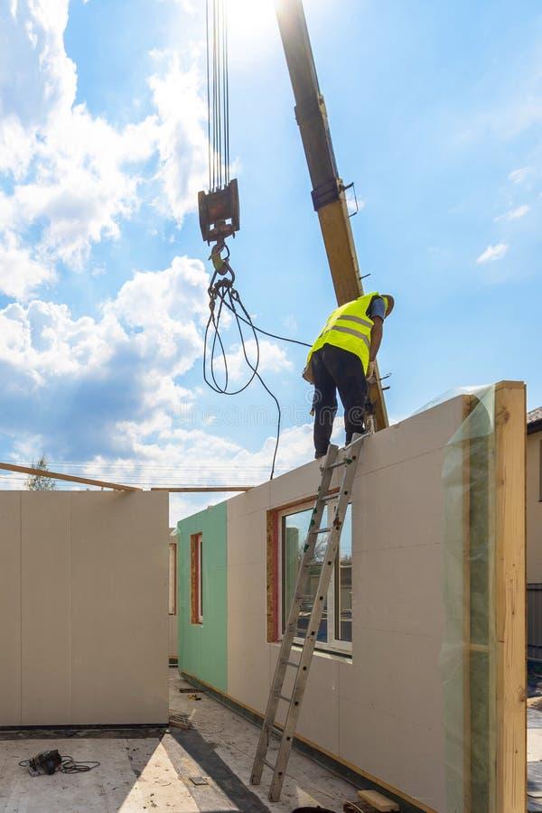 Constru??o da casa modular nova e moderna imagens de stock royalty free