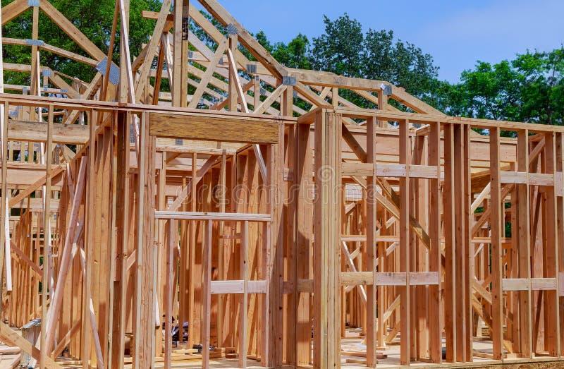 Constru??o da constru??o exterior do feixe de madeira da constru??o home nova fotografia de stock royalty free