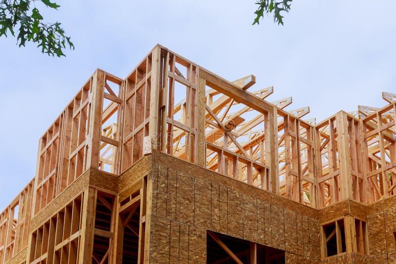 Constru??o da constru??o exterior do feixe de madeira da constru??o home nova fotos de stock