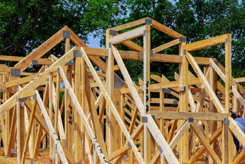 Constru??o da constru??o exterior do feixe de madeira da constru??o home nova foto de stock royalty free