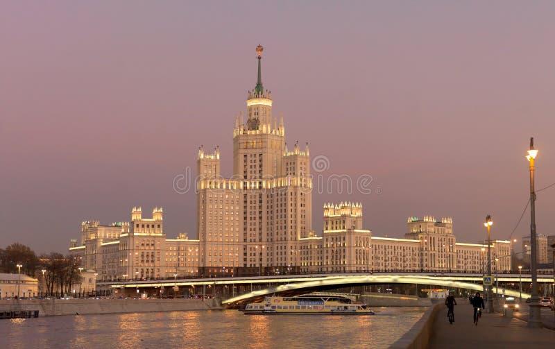 Constru??o da terraplenagem de Kotelnicheskaya, Moscovo, R?ssia fotografia de stock royalty free