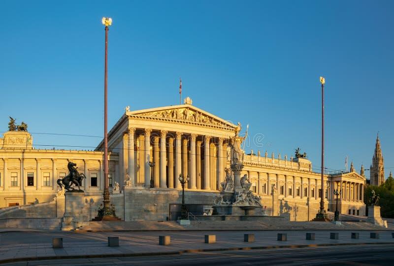 Constru??o do parlamento em Viena, ?ustria na luz do nascer do sol fotografia de stock royalty free