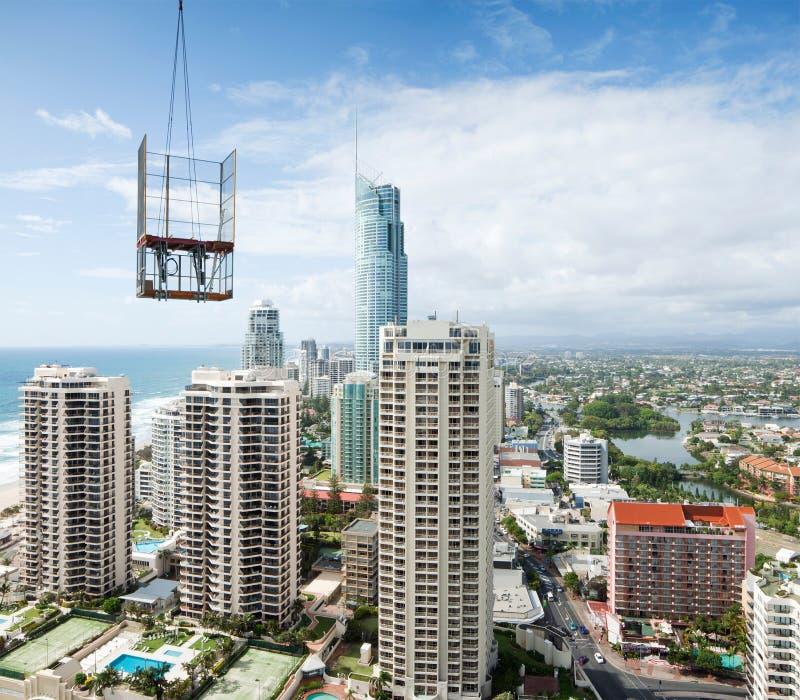 Construa uma cidade moderna vista da ascensão elevada imagem de stock royalty free