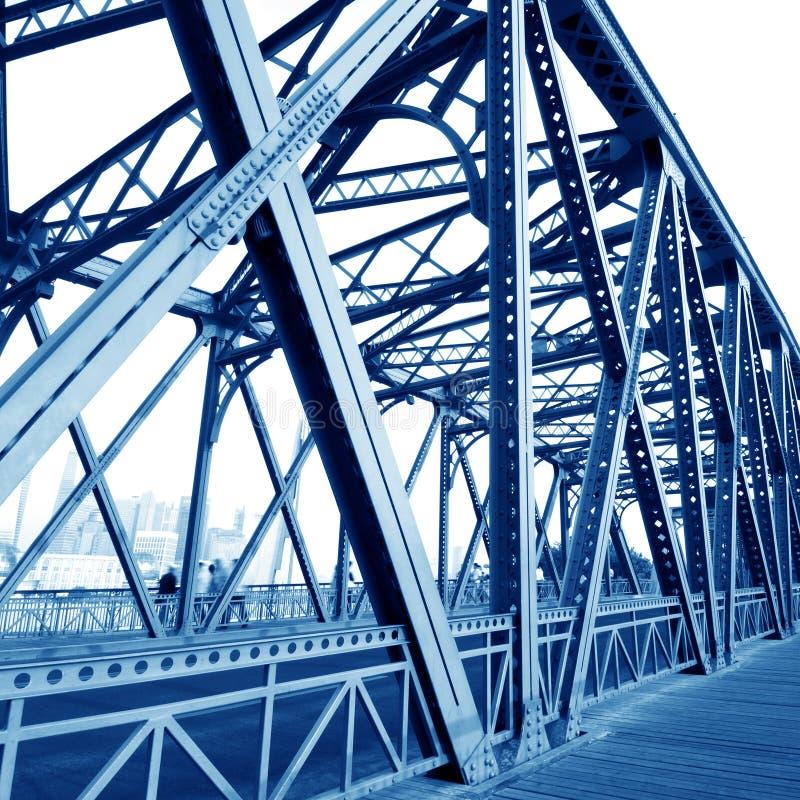 Construa uma ponte sobre feixes de sustentação imagens de stock royalty free