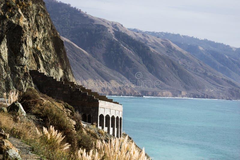 Construa uma ponte sobre na estrada 1, Califórnia imagens de stock royalty free
