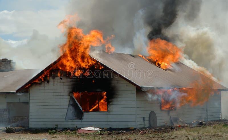 Construcción ablaze imagenes de archivo