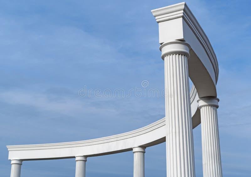 Construcción arquitectónica con las columnas fotografía de archivo libre de regalías