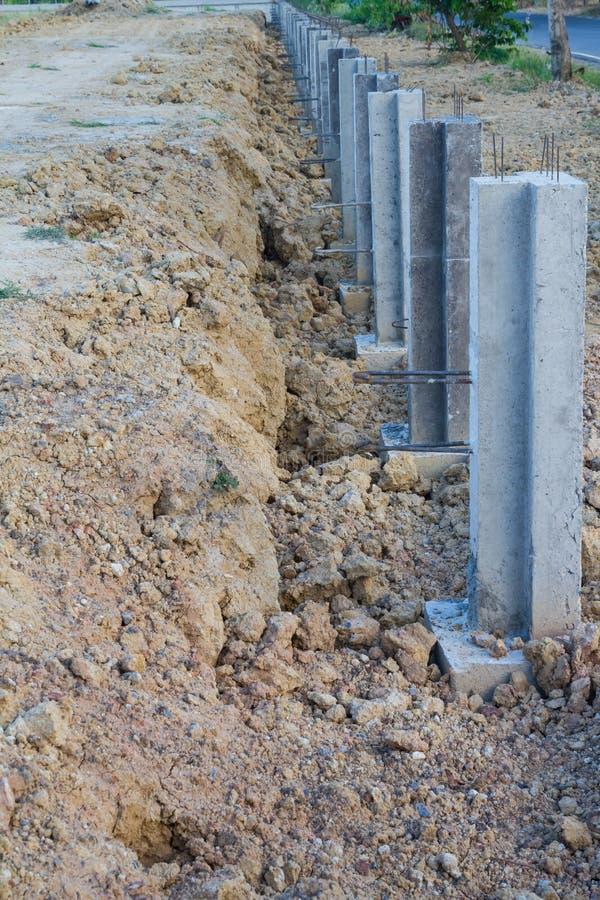 Construcción concreta para prevenir la erosión de suelo fotos de archivo