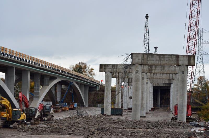 Construcción de carreteras del paso superior fotos de archivo