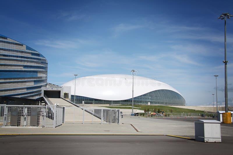 Construcción de la bóveda del hielo de Bolshoy en XXII los juegos de olimpiada de invierno fotografía de archivo