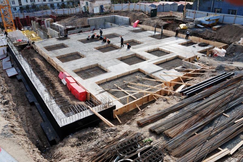 Construcción de la fundación concreta del edificio foto de archivo