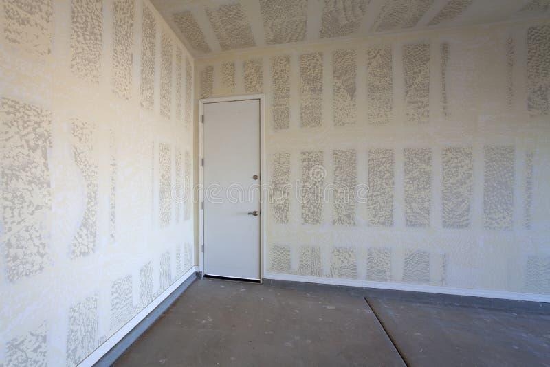Construcción de la mampostería seca de un garaje imagen de archivo libre de regalías