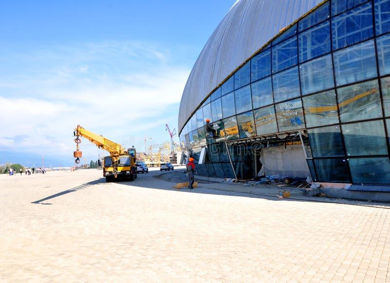 Construcción de la pista de hockey sobre hielo en Sochi fotografía de archivo