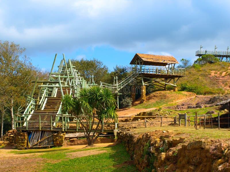 Construcción de madera en el sitio arqueológico de Fuere fotografía de archivo