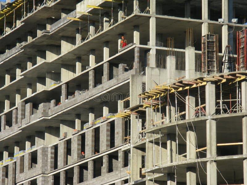 Construcción de un edificio monolítico residencial foto de archivo libre de regalías