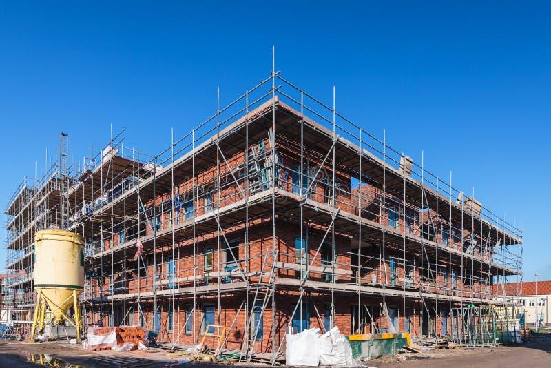 Construcción de un nuevo edificio de oficinas imagen de archivo libre de regalías