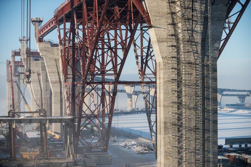 Construcción de un puente imagen de archivo