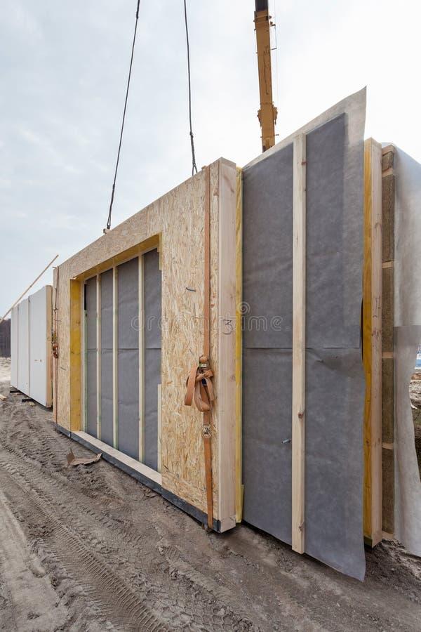 Construcción de una casa aislada estructural de capítulo de los paneles fotos de archivo libres de regalías