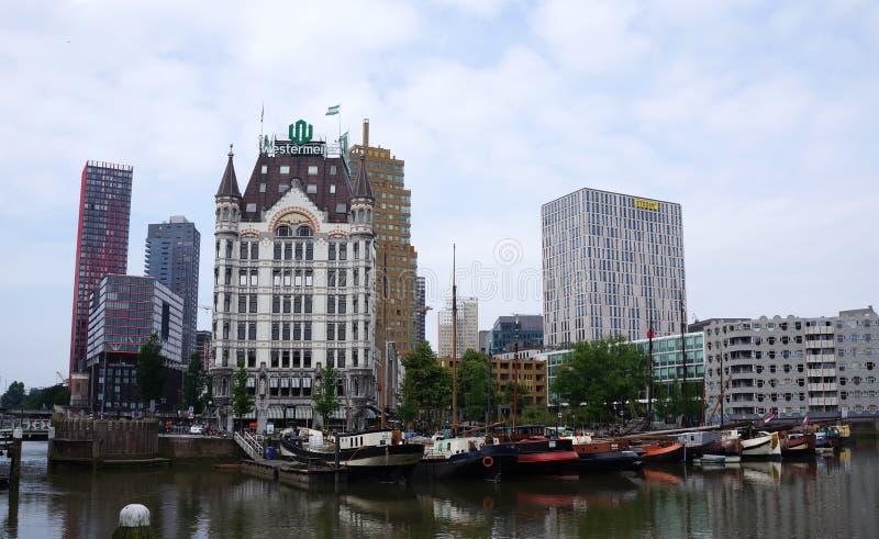 Construcción de viviendas blanca en Rotterdam, los Países Bajos foto de archivo libre de regalías