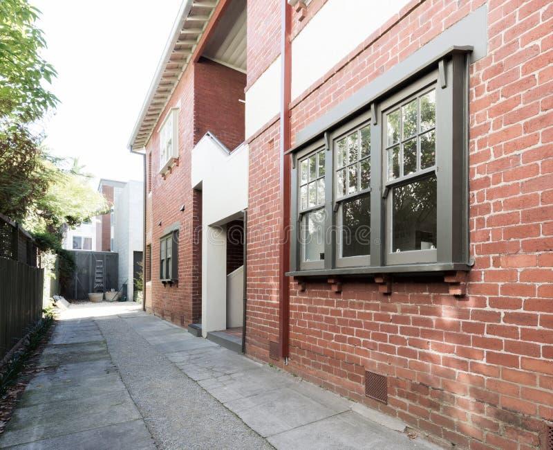 Construcción de viviendas del ladrillo rojo de un más viejo estilo exterior en Melbourne fotos de archivo libres de regalías
