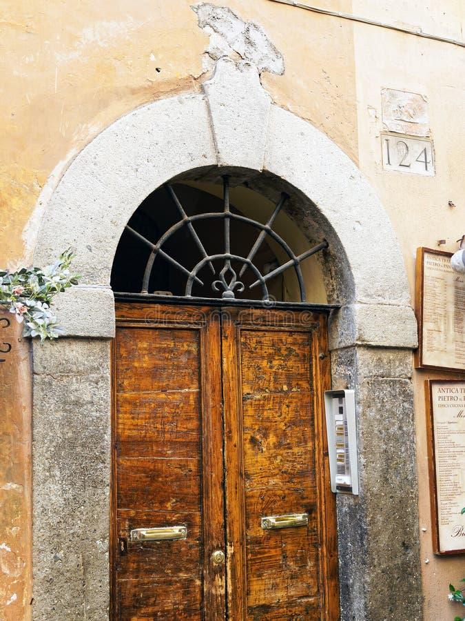 Construcción de viviendas histórica, Roma central, Italia imagen de archivo