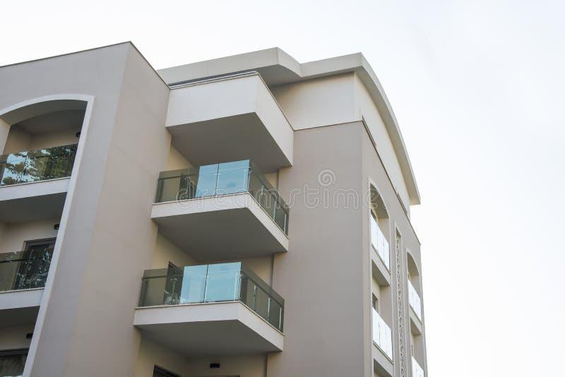 Construcción de viviendas de lujo moderna de la propiedad horizontal Poseer concepto de la vivienda fotografía de archivo libre de regalías