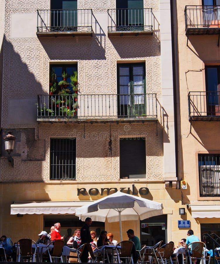 Construcción del café y de viviendas, Segovia histórica, España imágenes de archivo libres de regalías