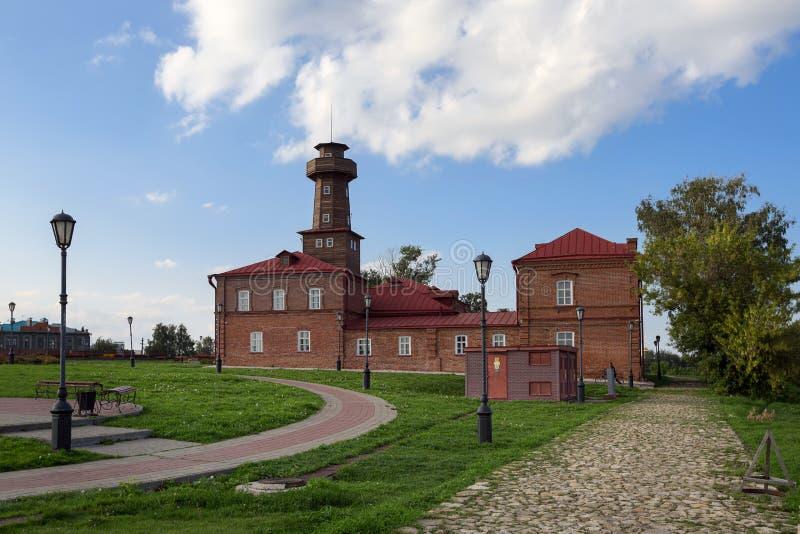 Construcción del servicio de bomberos del siglo XIX - ahora edificio administrativo. Sviyazhsk, República de Tataristán, Rusia imagen de archivo