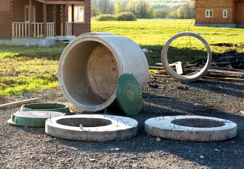 Construcción del sistema de aguas residuales en la cabaña de rin concreto fotografía de archivo libre de regalías
