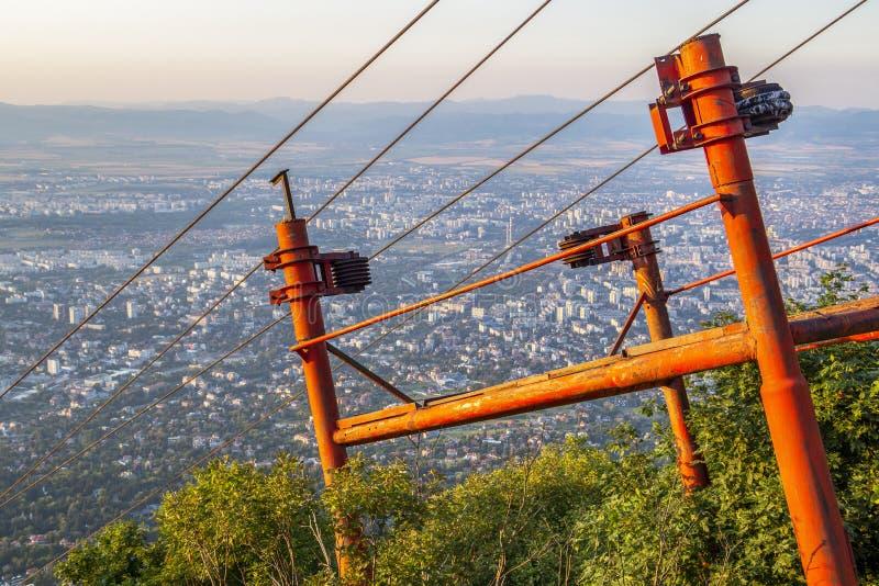 Construcción metálica sobre la ciudad de Sofía, Bulgaria foto de archivo
