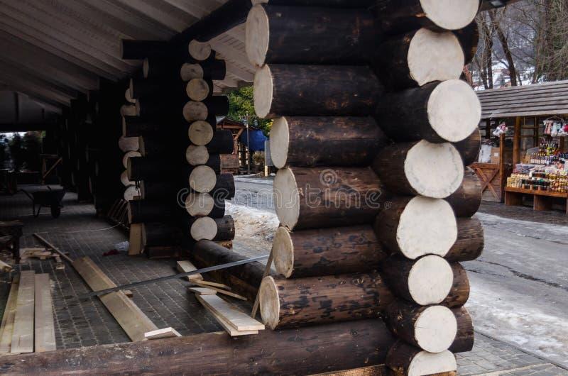 Construcci?n de una casa de madera foto de archivo libre de regalías